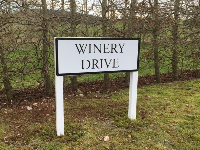 sign-winery-drive