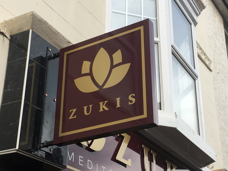 sign-zukis